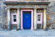 canvas print picture - Eingang zu einem historischen Gebaeude der Universitaet in St. Andrews/Schottland