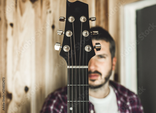 Fotografiet  Detail of a headstock of a classical guitar. Music and guitarist