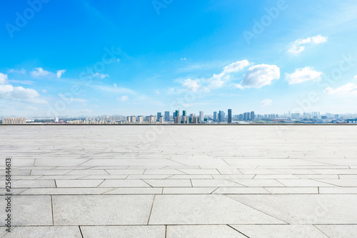 Photo  Panoramic city skyline and buildings with empty square floor in Shanghai,high an