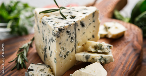 Fototapeta Blue cheese and rosemary obraz
