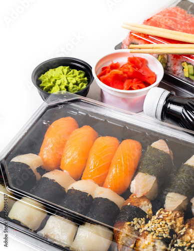 Photo  sushi set in a package