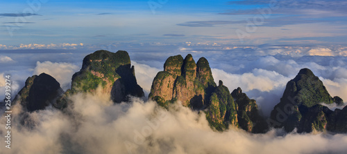 Fotografía  Chinese Karst Mountains above the clouds, steep cliffs covered in exotic trees