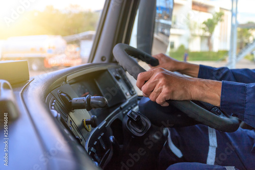 Fotomural Truck driver keeps driving with hands