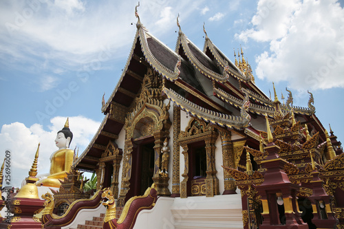 Foto  Wat Raj Montien temple in Chiang Mai Thailand