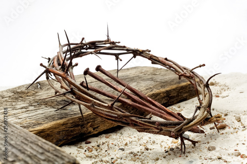 Fotografija Jesus Crown Thorns and nails and cross on sand