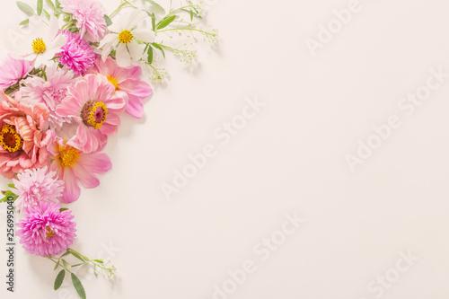 Foto op Canvas Bloemen vrouw pink flowers on white background