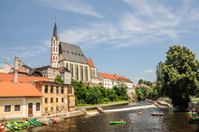 Paddlers On The River In Czech Krumlov (Cesky Krumlov). Stop For Boaters Floating On The River Vltava In South Bohemia. Paddlers In Cesky Krumlov - UNESCO World Heritage Site.