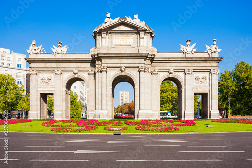 Photo sur Toile Madrid Alcala Gate in Madrid, capital of Spain