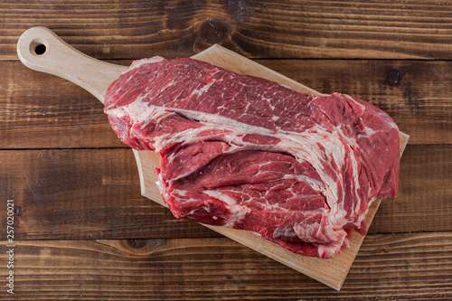 Photo  Beef meat on cutting board