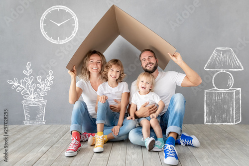 Obraz Family New Home Moving Day House Concept - fototapety do salonu
