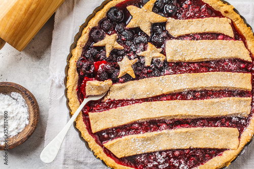 Photo  American flag berry pie, top view