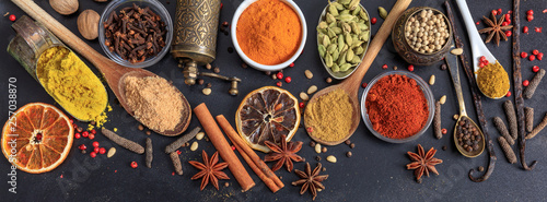 Papel de parede Spices and herbs. Colorful spices flat lay on wooden table