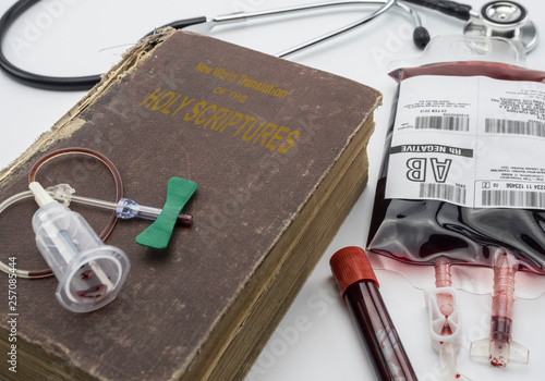 Slika na platnu bible of the witnesses of jehova, concept of denial of blood transfusions, conce