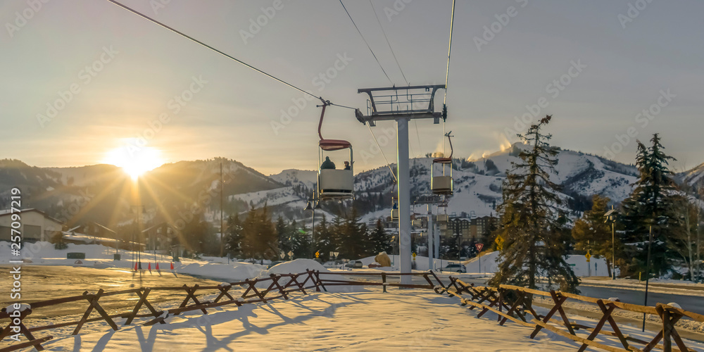 Fototapety, obrazy: Ski Lifts in Patk City against mountain and sun