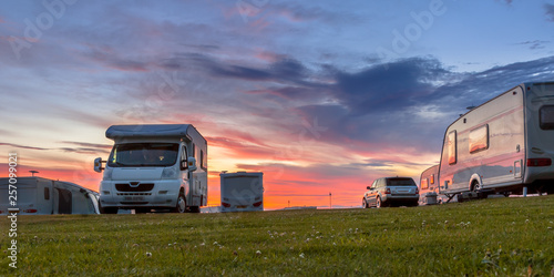 Canvastavla Camping caravans and cars  sunset