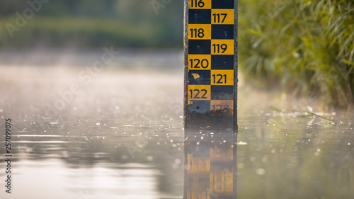 Fotografie, Obraz water level depth meter