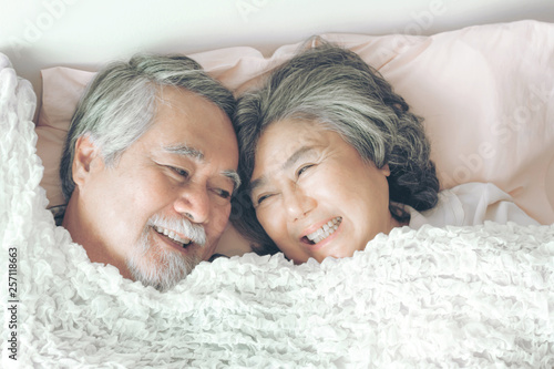Photo  Happy love Elderly couple smiling , Senior couple old man and senior woman relax