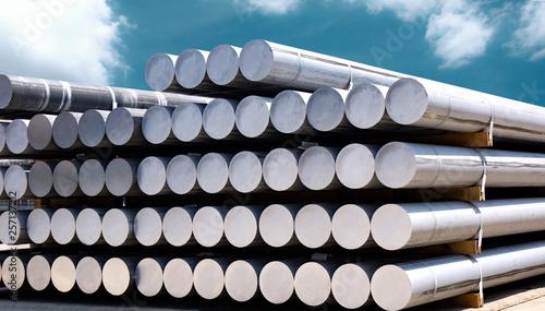 Photo Heap of aluminium bar in aluminium profiles factory