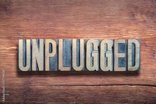 Pinturas sobre lienzo  unplugged letters wood