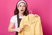 Image Of Shocked Female Wears ...