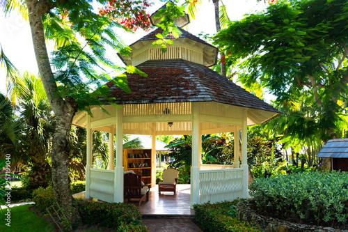 Fotografie, Tablou gazebo in tropical park