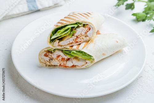 Fotografía  Caesar roll with chicken