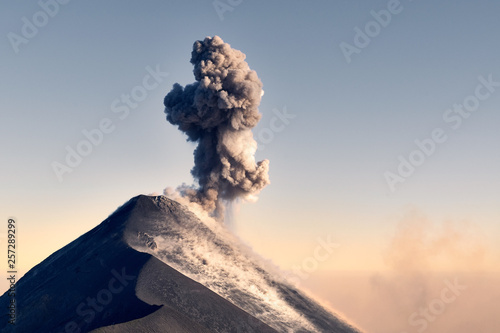 Fotomural Volcano eruption in Guatemala