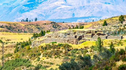 Foto auf AluDibond Gelb Schwefelsäure Puca Pucara ruins near Cuzco City, Peru
