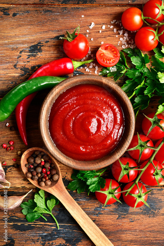 Fresh homemade ketchup with ingredients for making Fototapet