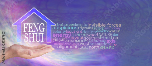 Fotografía  Feng Shui Word Tag Cloud - male hand with a house shape containing the words FEN