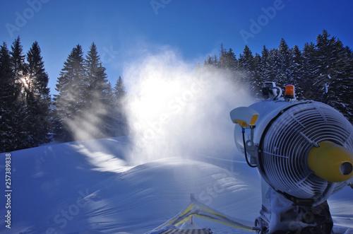 Photo équipement de station de ski - canon à neige