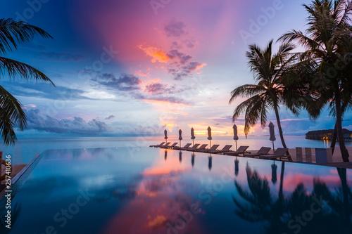 Stampa su Tela Beautiful poolside and sunset sky