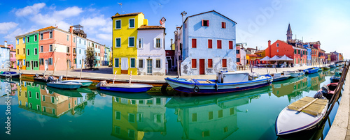 Fotografia  burano - famous old town - italy