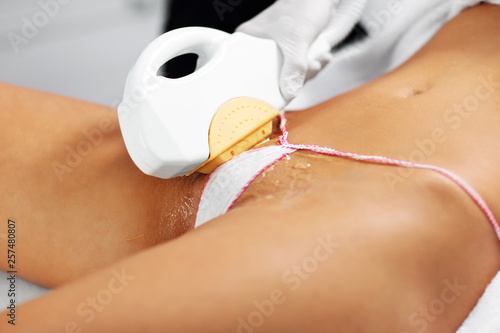 Obraz Beautician Giving Epilation Laser Treatment To Woman On Bikini - fototapety do salonu