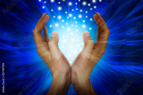 Foto  Hands with power rays
