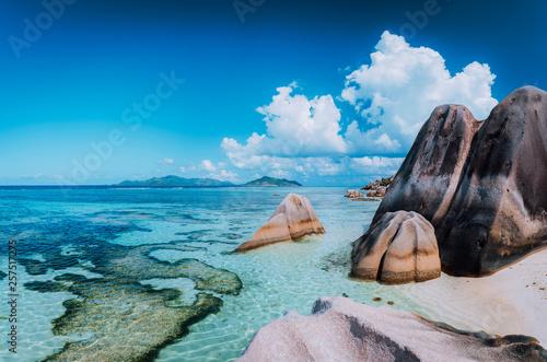 Bizarre huge granite rocks boulders at the famoust Anse Source d'Argent beach on island La Digue in Seychelles Tableau sur Toile