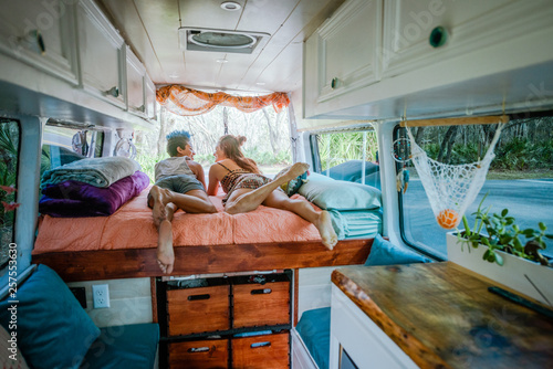 Canvas-taulu Campervan Couple Life