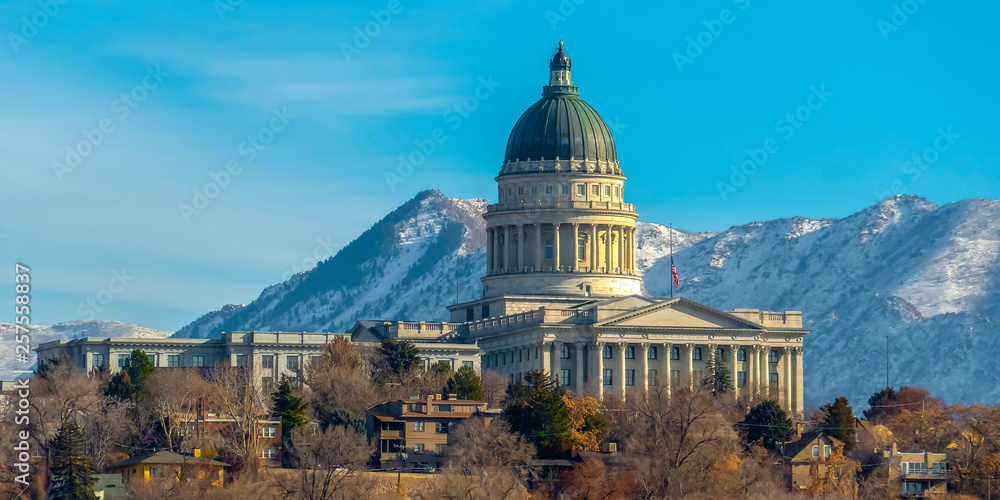 Fototapety, obrazy: Utah State Capital Building viewed on a sunny day