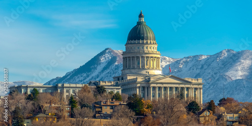 Fotografía  Utah State Capital Building viewed on a sunny day