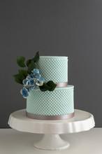 Elegant 2 Tier Wedding Cake Wi...