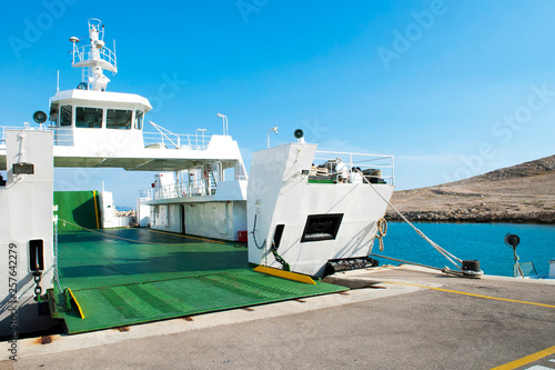 Pinturas sobre lienzo  Car ferry boat in Croatia linking the island Rab to mainland with open ramp, waiting for boarding