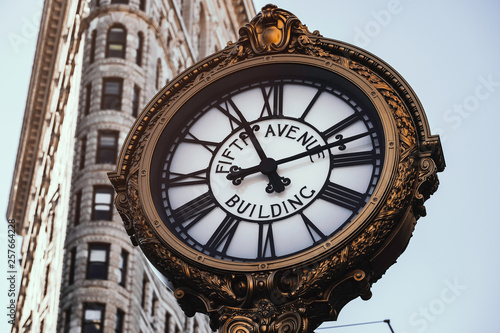 Fotomural Fifth Avenue Building Clock in Flatiron District