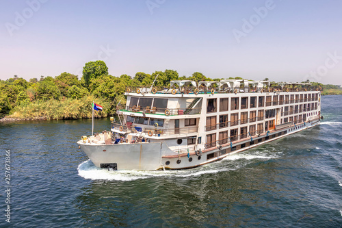 Photo A tourist boat motor down the River Nile towards Aswan in central Egypt