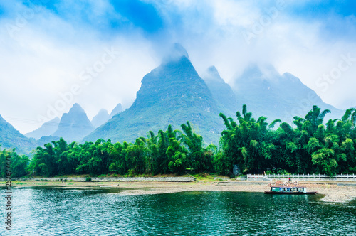 Photo Stands Guilin Landscape with river and mountains