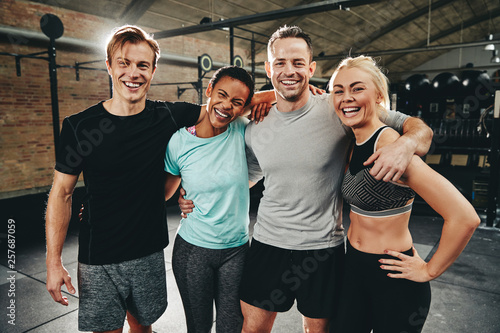 Fotografía  Diverse friends laughing after a workout at the gym