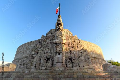 Fotografie, Obraz the Monument to the Fatherland in Merida, Yucatan, Mexico at sunrise