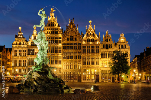 Poster Antwerpen Antwerp Grote Markt with famous Brabo statue and fountain at night, Belgium