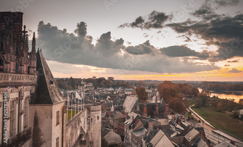 Montage in der Fensternische Cappuccino Cityscape of Amboise old town