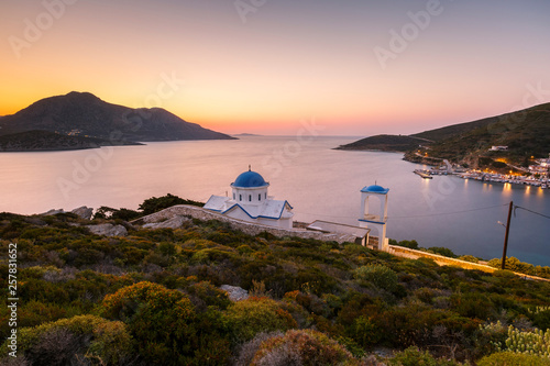 Staande foto Mediterraans Europa Church on Fourni island just out of the main town and view of Thymaina island at dusk, Greece.