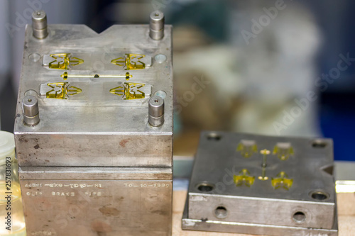 Fotografía  Close up plastic injection mold for mass production (manufacturing process for i
